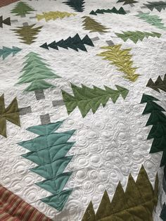 Christmas tree quilt pattern uses scraps, fat eighths, fat quarters, or yardage. Farm Quilt Patterns, Tree Patterns, Quilting Patterns, Christmas Tree Quilt Pattern, Christmas Tree Box, History Of Quilting, Fat Quarter Quilt, Jellyroll Quilts, Barn Quilts