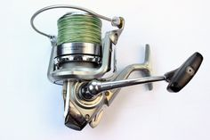 The Daiwa Windcast X with the Quick drag system is a lighter, solid big pit reel and at a more modest price it is a great carp reel. http://catsandcarp.com/gear/reels/