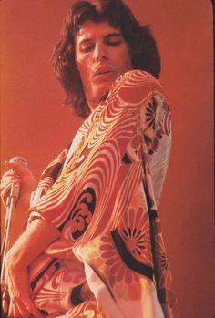 Freddie in December 1975.