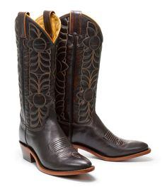 Reserved but cute boots. #equestrian #equine #horse