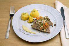 Ein Klassiker aus Österreich. Doch habt ihr Tafelspitz schon mal mit Kürbiskernöl beträufelt? Ein Hochgenuss! Mayonnaise, Kraut, Beef, Food, Glutenfree, Fresh, Meat, Hoods, Meals