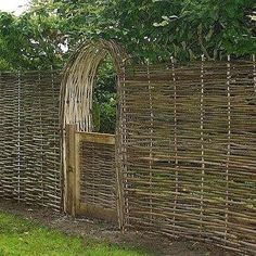 Homestead Gardens, Farm Gardens, Outdoor Gardens, Living Willow Fence, Wattle Fence, Garden Gates And Fencing, Fences, Privacy Fence Designs, Natural Fence