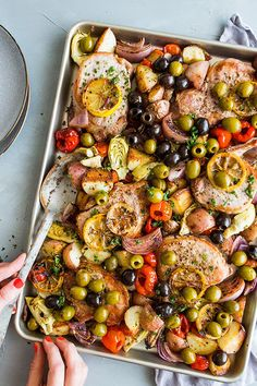 Sheet pan meals were made for busy weeknights. Use baking paper or aluminum foil on the pan to make cleanup even easier. Medeteranian Recipes, Cooking Recipes, One Pot Meals, Easy Meals, Clean Eating, Healthy Eating, Healthy Foods, Sheet Pan Suppers, Mediterranean Diet Recipes