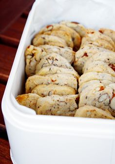 Schweizer Nusstaler // Swiss Cookies with Nuts l Easy Cupcake Recipes, Cake Mix Cookie Recipes, Cake Mix Cookies, Cookies Et Biscuits, Dessert Recipes, Pastry Recipes, Biscuits Au Café, Nutella Biscuits, Swiss Desserts
