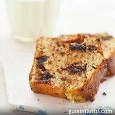 Bizcocho de plátano. Una receta fácil, rápida y muy saludable para el desayuno o la merienda de los niños. El plátano es una rica que aporta vitaminas, sales minerales y potasio a los niños.