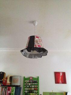 Criadora Implacável: Candeeiro de tecto