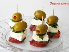 Great for tapas. and I need ideas for tapas. Bite Size Appetizers, Finger Food Appetizers, Yummy Appetizers, Appetizers For Party, Appetizer Recipes, Appetizer Ideas, Appetizer Skewers, Toothpick Appetizers, Antipasto Skewers