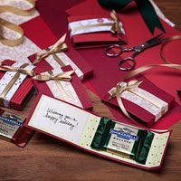 Holiday gift card idea with chocolate! :) Ghirardelli - Premium Chocolate and Chocolate Gifts Christmas Favors, 3d Christmas, Christmas Projects, Xmas Gifts, Craft Gifts, Holiday Crafts, Diy Gifts, Little Presents, Little Gifts