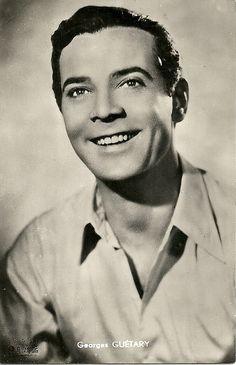 Georges Guétary (de son vrai nom Lambros Worloou), né le 8 février 1915 à Alexandrie - décédé le 13 septembre 1997 à Mougins, inhumé au Cimetière du Grand Jas (Cannes). Chanteur d'opérette et comédien grec naturalisé français au début des années 1950.