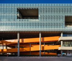 Dal Pian inserts bright orange staircase in São Paulo office building Colour Architecture, Architecture Office, Contemporary Architecture, Creative Architecture, Timber Companies, Sips Panels, Basement Floor Plans, Glass Structure, Beauty Companies