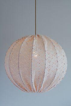 Produkten Taklampa Copper & Lace 50 cm säljs av Lampverket unika lampor & lampskärmar i vår Tictail-butik. Tictail låter dig skapa en snygg nätbutik helt gratis - tictail.com