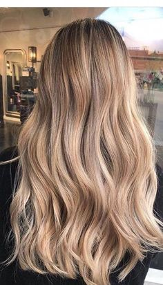 Golden Blonde Balayage for Straight Hair - Honey Blonde Hair Inspiration - The Trending Hairstyle Brown Hair With Blonde Highlights, Blonde Hair Looks, Honey Blonde Hair, Blonde Balayage Honey, Hair Color Balayage, Ombre Hair, Summer Hairstyles, Retro Hairstyles, Korean Hairstyles