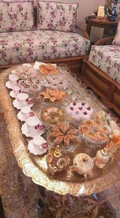 How to serve refresh ments Ramadan Decorations, Table Decorations, Pakistani Desserts, Pakistani Recipes, Eid Sweets, Smoothie Without Yogurt, Eid Food, Algerian Recipes, Arabian Food