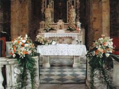 Church decoration in white anfd tropical roses.