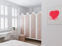 Holland Park townhouse - bedroom with upholstered doors