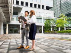 日本実業家女性やタブレットでご覧いただけます。 stock photo
