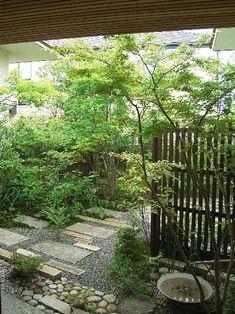 25 Fabulous Garden Path and Walkway Ideas - The Trending House Small Japanese Garden, Japanese Garden Design, Back Gardens, Outdoor Gardens, Meditation Garden, Hidden Garden, Ponds Backyard, Outdoor Landscaping, Dream Garden
