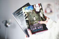 Post com fotos de livros e vídeo com o book haul do mês de maio falando sobre os livros novos que ganhei e comprei durante o mês.  Graphic novels, livros feministas, young adult (jovem adulto) e chick-lit.