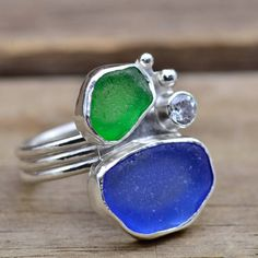 Sea glass ring with blue and green sea glass  in a custom sterling silver setting accented with a sparkly CZ. op Etsy, 84,89 €