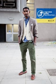 Stand out among other stylish civilians in a grey blazer and olive green chinos. Brown leather boat shoes will add a new dimension to an otherwise classic look.