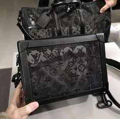 Discovered by Jazz. Find images and videos about fashion and Louis Vuitton on We Heart It - the app to get lost in what you love. Luxury Purses, Luxury Bags, Luxury Handbags, Louis Vuitton Handbags, Purses And Handbags, Cheap Handbags, Replica Handbags, Fashion Handbags, Fashion Bags
