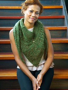 Free knitting pattern via Ravelry: Valdai shawl by Norah Gaughan - bulky knit, lovely!