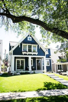 Love the navy exterior Exterior Paint Colors For House, Paint Colors For Home, Navy House Exterior, Cottage Exterior Colors, Navy Blue Houses, House Siding, Construction, House Painting, Exterior Design