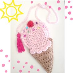 Yo grito, usted grito, que todos grito para el helado! Este monedero de cono de helado tendrá su niño gritando por el helado! Este bolso es el accesorio perfecto de primavera/verano! Son el tamaño perfecto para los niños sostener sus pequeños tesoros. Cada bolsa tiene rhinestone