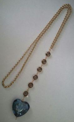 Collar largo de Creaciones Little Flower. Heart Jewelry, Wire Jewelry, Pendant Jewelry, Jewelry Crafts, Beaded Jewelry, Jewelery, Jewelry Necklaces, Diy Necklace, Necklace Designs