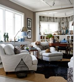 Leila Lindholm bor med sin familj i hus utanför Mariefred Home Decor Furniture, Furniture Design, Quality Sofas, Quality Furniture, British Colonial Decor, Cottages And Bungalows, Comfortable Living Rooms, Living Room Inspiration, Beautiful Interiors