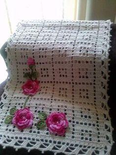 s media cache originals 52 ca Crochet Doily Rug, Crochet Doily Patterns, Granny Square Crochet Pattern, Crochet Tablecloth, Crochet Home, Filet Crochet, Crochet Stitches, Knit Crochet, Crochet Table Runner