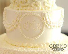 Monogramming on my wedding cake. August Wedding, Vanilla Cake, Cake Decorating, Wedding Cakes, Bakery, Monogram, Desserts, Art, Wedding Gown Cakes