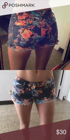 Roxy floral Denim shorts Super fun and cute floral print Roxy Shorts