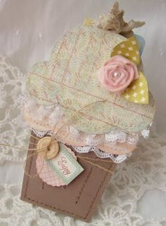 another adorable cupcake tag pocket