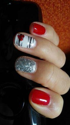 Uñas rojas y plata