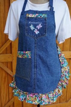 Jean Crafts, Denim Crafts, Sewing Aprons, Sewing Clothes, Jean Apron, Recycle Old Clothes, Cute Aprons, Denim Ideas, Recycled Denim