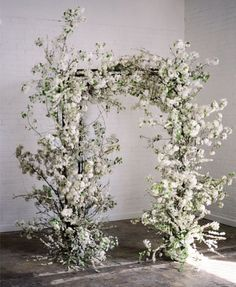 amazing wild white ceremony arch ideas for spring weddings and brides Wedding Ceremony Flowers, Wedding Altars, Wedding Ceremony Decorations, Ceremony Backdrop, Floral Wedding, Arch Wedding, Wedding Ceremonies, Wedding Shoes, Wedding Venues