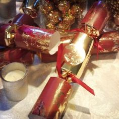 An Appealing Plan #Christmas Cracker Decor  - red & gold christmas crackers for your dining table decor