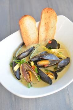 Spicy Coconut Curry Mussels  builicious