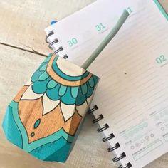 Mug Art, Painted Pots, Green Art, Diy Garden Decor, Ceramic Painting, Plates On Wall, Flower Pots, Color Schemes, Decoupage