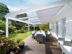 Luxusní zastřešení Terrazza s markýzou Sottezza pod střechou. Cena závisí zejména na rozměrech a sněhové oblasti místa realizace. Cena zastřešení spolu s motoricky ovládanou markýzou od 235 792 Kč; Confico