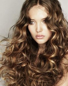 7 Tips for Perfect Curls without Heat (pinned for the picture--found it in a long hair mag) Curly Hair Types, Haircuts For Curly Hair, Permed Hairstyles, Short Curly Hair, Cool Hairstyles, Layered Hairstyles, Hairstyle Ideas, Hair Ideas, Curly Perm