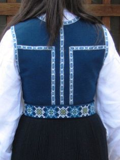 sunnhordlands bunad | sunnhordland bunad Swedish Weaving, Hardanger Embroidery, Textiles, Going Out Of Business, Traditional Dresses, Norway, Sewing Crafts, Scandinavian, Crafting