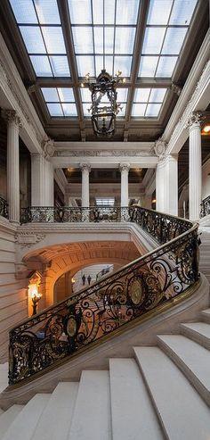 La Sorbonne, Paris. That staircase - stunning!.