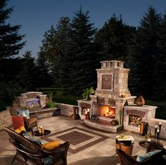 Umbriano patio with Copthorne accents and Tusccany fireplace by Unilock North Am… - Terrasse Outdoor Fireplace Patio, Outside Fireplace, Outdoor Fireplace Designs, Outdoor Fireplaces, Fireplace Ideas, Fireplace Tools, Gas Fireplace, Backyard Patio Designs, Landscaping Design
