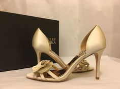 fc2ac0dac04c Badgley Mischka Meribeth Ivory Satin Women s Evening High Heels Sandals Size  7 M  BadgleyMischka