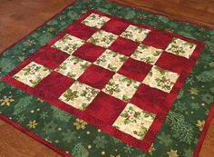 Traditional green red and cream, holly, poinsettias. Quilted Table Runners Christmas, Christmas Table Linen, Christmas Patchwork, Christmas Quilt Patterns, Christmas Placemats, Christmas Runner, Table Runner And Placemats, Table Runner Pattern, Christmas Decor