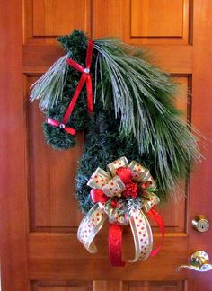 A Horse Head Christmas Wreath is striking. The perfect gift for the horse-persons in your life & a fabulous addition to your own gate post or front door. Christmas Horses, Christmas Door Wreaths, Christmas Swags, Noel Christmas, Holiday Wreaths, Christmas Projects, Holiday Crafts, Christmas Decorations, Holiday Decor