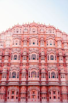 How to explore the colourful city of Jaipur like a travel photographer. Here, outside the Hawa Mahal, an entirely pink building in India.