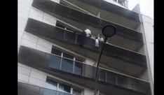 Paris'de Yaşayan Malili Göçmen Binaya Örümcek Adam Gibi Tırmanarak 4. Katta Asılı Kalan Çocuğu Kurtardı Utility Pole, Paris, Paris France
